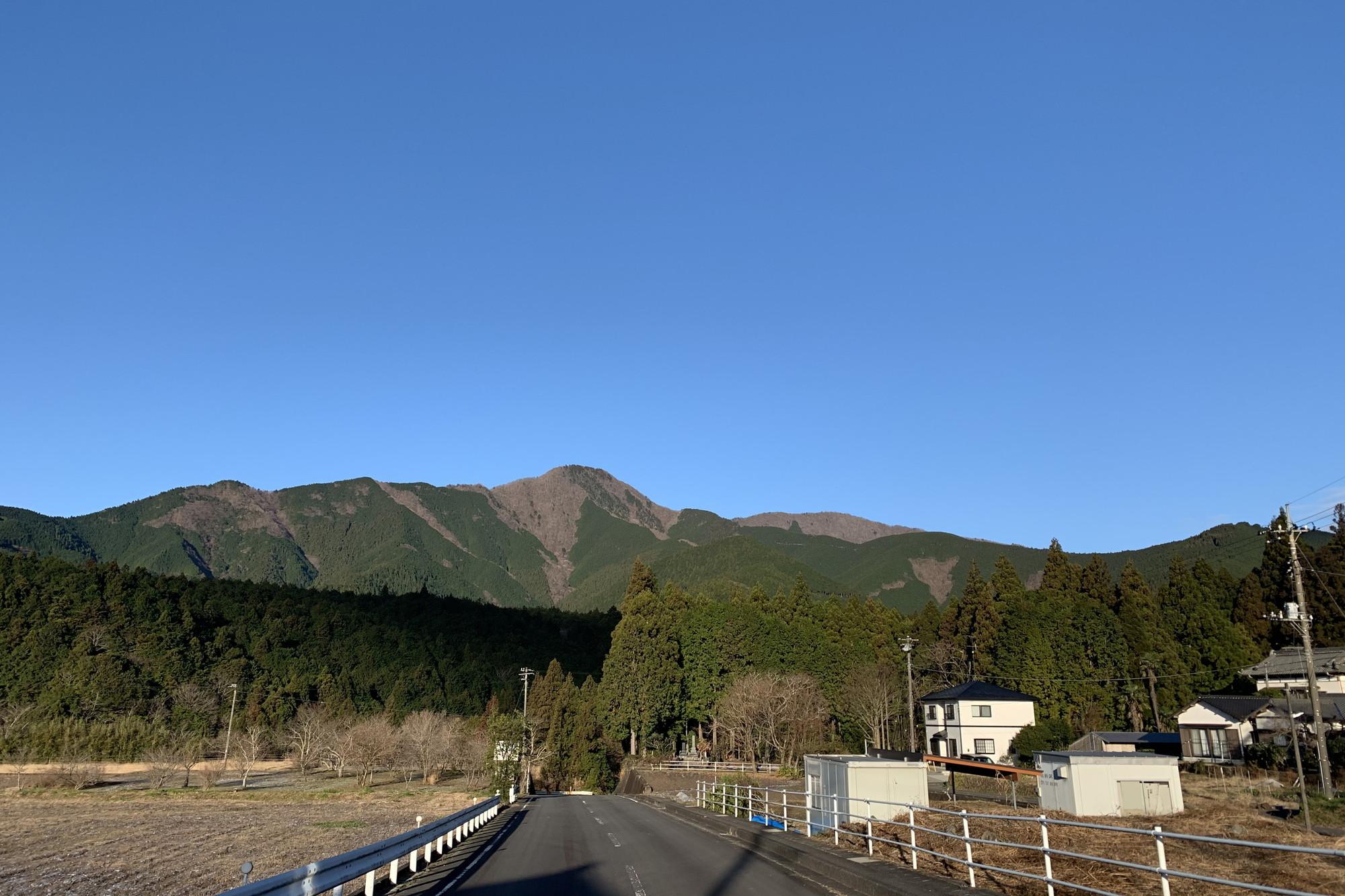 レースでは20kmを走り、いよいよ天使ヶ岳へのトレイルに入る
