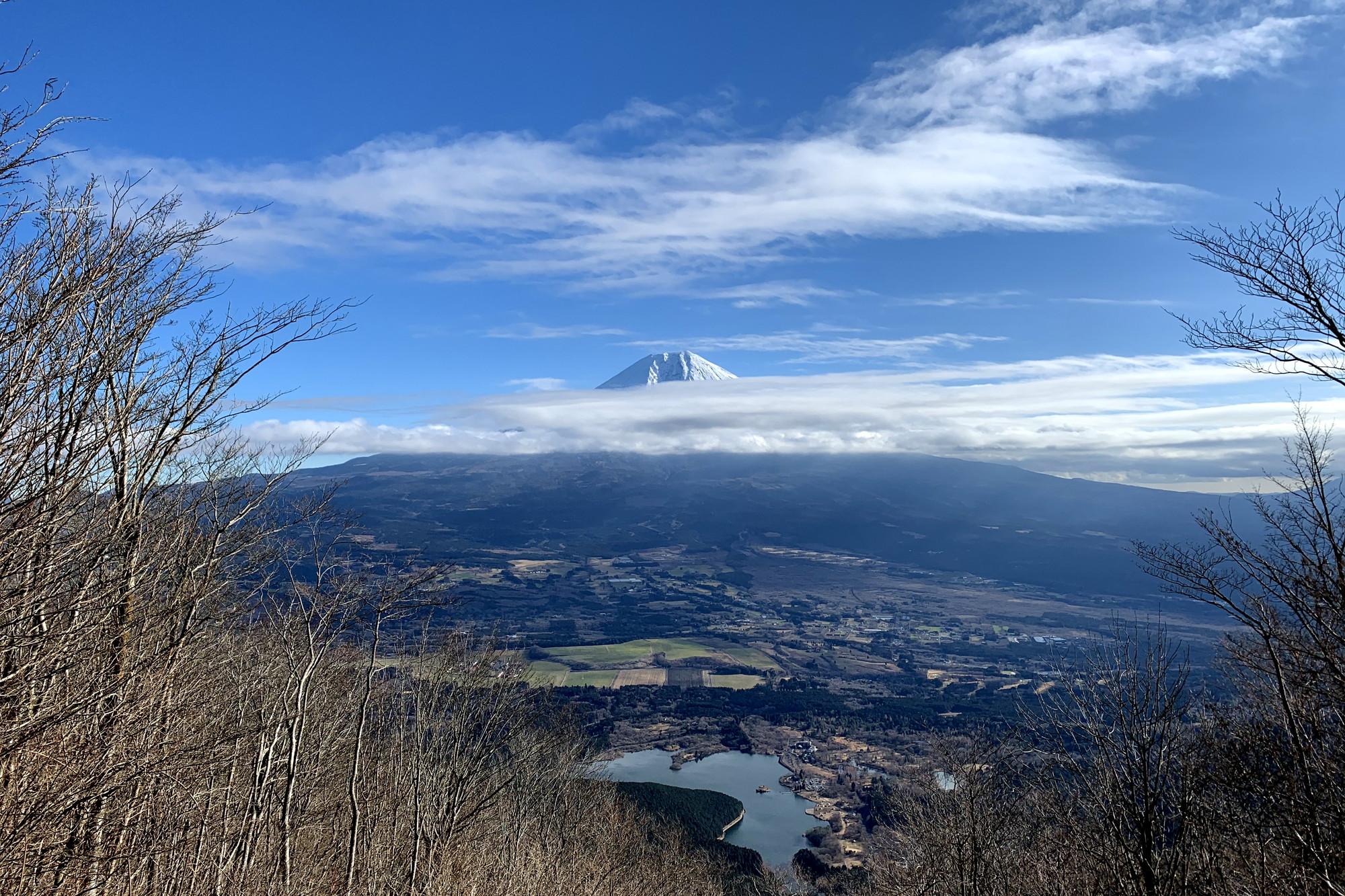 長者ヶ岳から見える田貫湖と富士山。絶景!